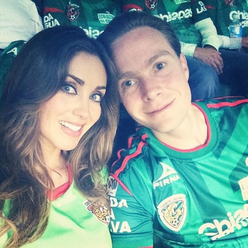 En otras ocasiones la cantante ha dejado ver que comparte la afición por Jaguares con Velasco.