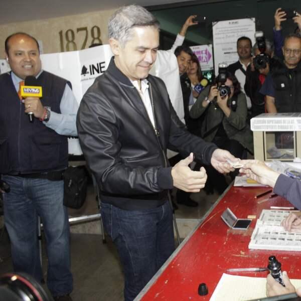 Después de emitir su voto, el jefe de Gobierno de la Ciudad de México, Miguel Ángel Mancera, aseguró que se mantendrá la vigilancia durante la jornada electoral para que transcurra sin violencia.