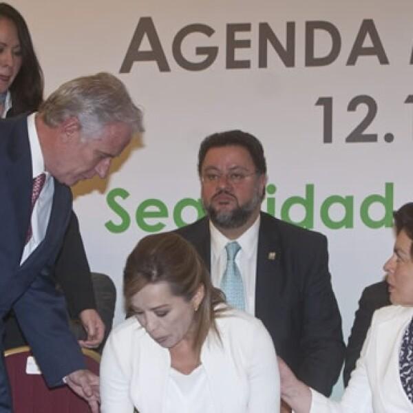 Vázquez Mota se marea durante el foro de México SOS