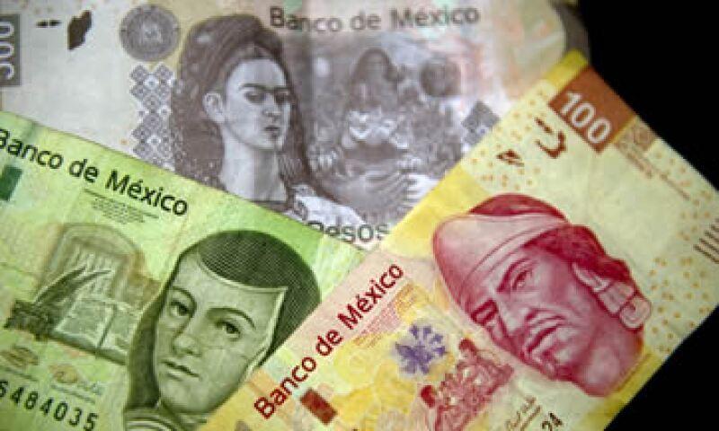En ventanilla, el dólar se ubica en 13.52 pesos a la venta y 12.92 pesos a la compra. (Foto: AFP)