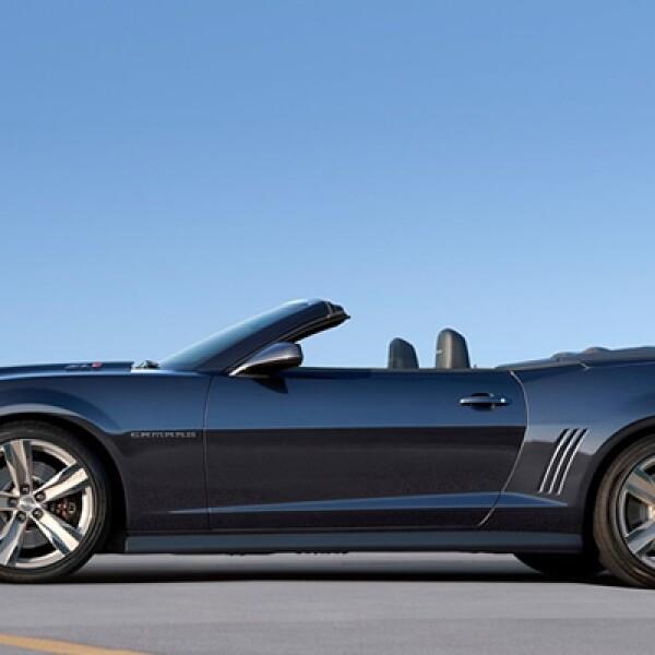Con el objetivo de igualar el desempeño de su versión de techo rígido, el vehículo equipa el mismo motor LS de 6.2 litros y 480 caballos de fuerza.