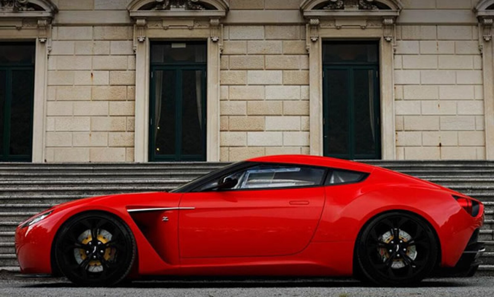 El modelo se comercializará a partir del último trimestre de 2012, con un precio de 330,000 libras esterlinas, algo así como 6.71 millones de pesos.
