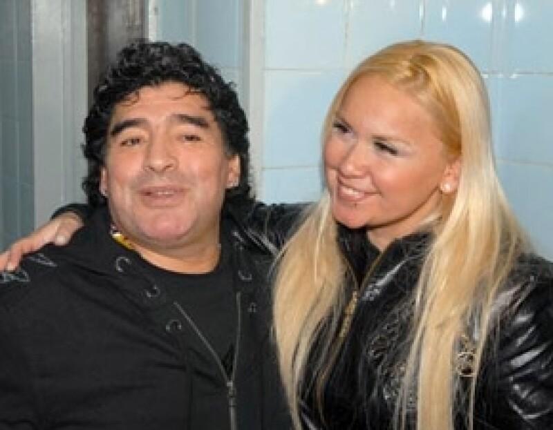 A sus casi 52 años de vida, el ex futbolista tendrá un hijo con su pareja actual Verónica Ojeda.