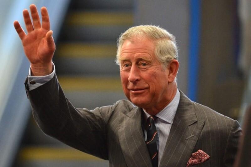 El príncipe Carlos se dijo entusiamado con el segundo embarazo de su nuera Kate MIddleton.