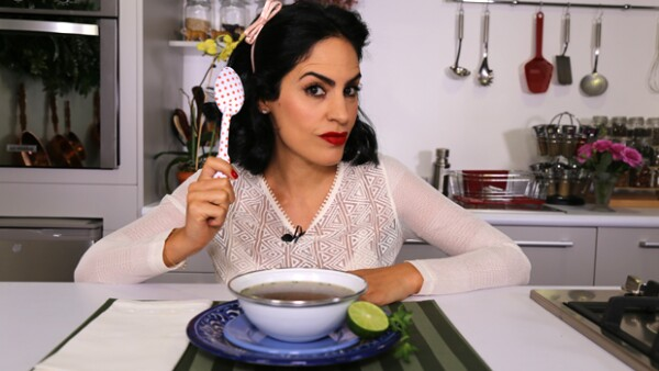 Tati Ortiz Monasterio te enseña a hacer un caldo de hongos que tendrás listo en 15 minutos, perfecto para tu familia.