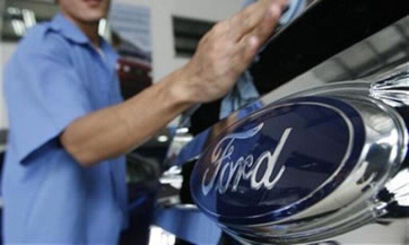 Las ventas de Ford cayeron .2% a 33,300 mdd durante el segundo trimestre. (Foto: Reuters)