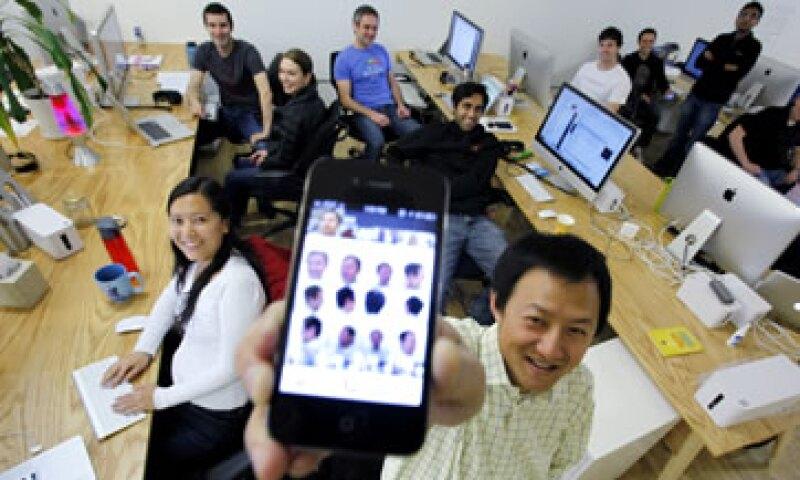 Apple vendió 17 millones de iPhones en el trimestre que finalizó en septiembre. (Foto: AP)