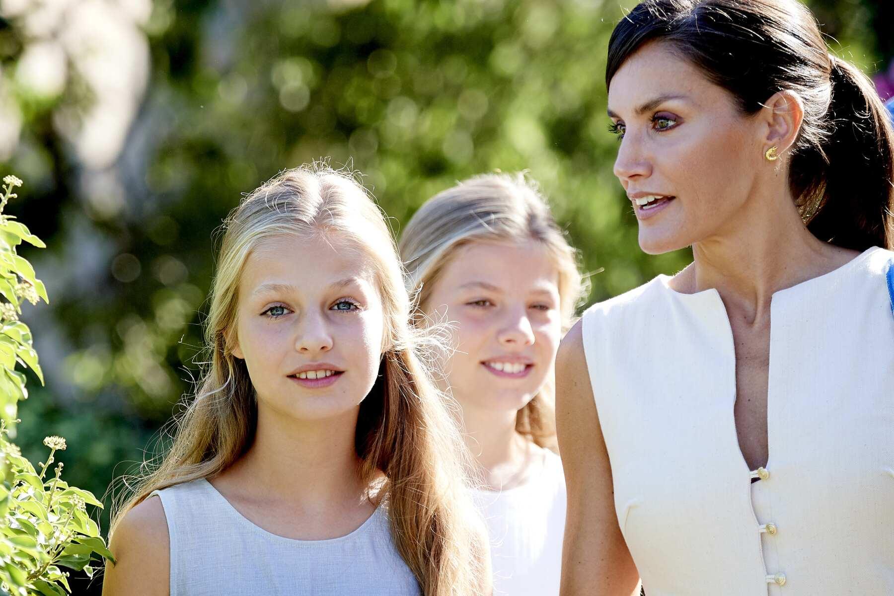 La reina Letizia con sus hijas Leonor y Sofía.