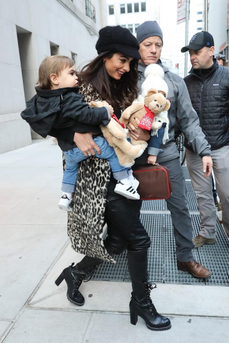Amal Clooney y sus gemelos Alexander y Ella