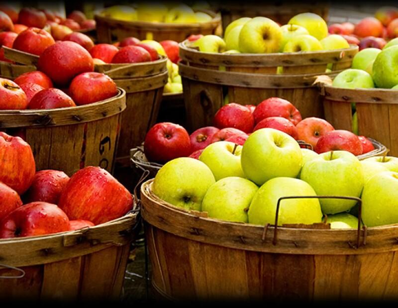 Las manzanas, fresas y duraznos, también recomendamos comer orgánicos.