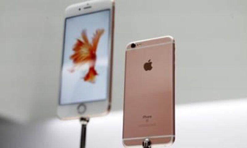 Analistas estiman que es mejor cambiar de smartphone antes de que comience 2016. (Foto: Reuters)