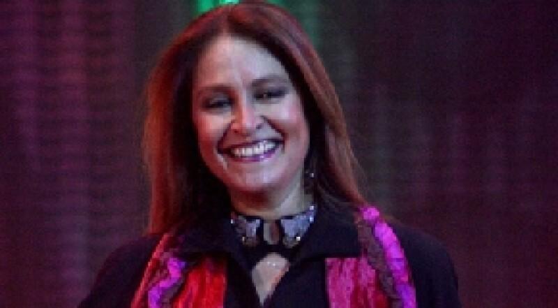 La cantante mexicana envió a los medios de comunicación un escrito en donde aseguró que no tiene cáncer y que sólo continúa con un tratamiento preventivo.