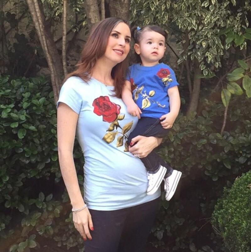 Andrea con su adorable hija Regina.