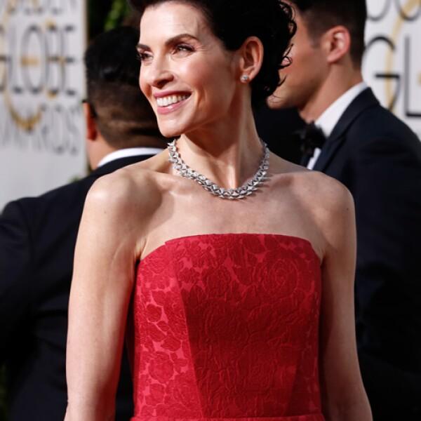 Julianna Margulies sorpendió con un collar DIVA en oro blanco con 845 diamantes Pavé redondos y y aretes de diamante High Jewelry Griffe con corte redondo de Bulgari.