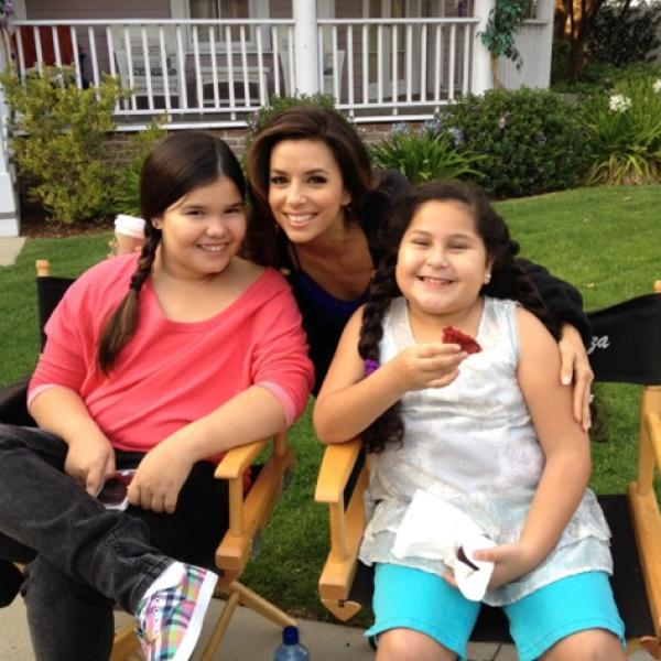 Aquí con sus hijas de la serie.