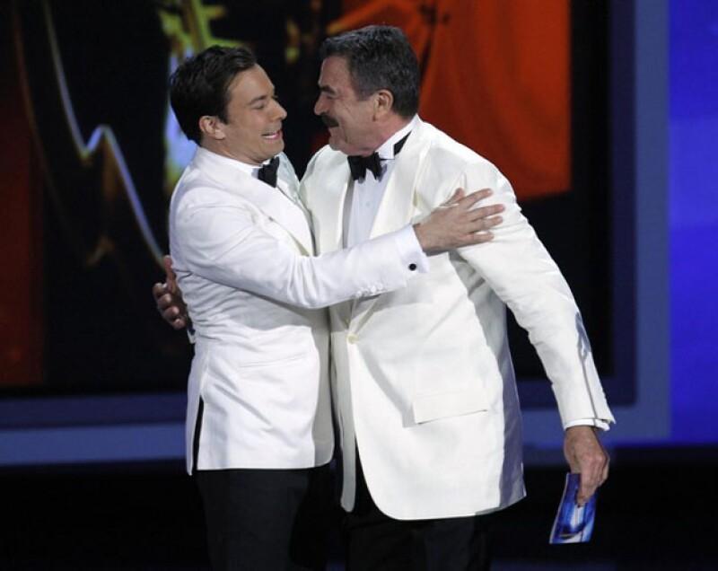 Jimmy Fallon y su inesperado momento padre e hijo con Tom Selleck en el Emmy.