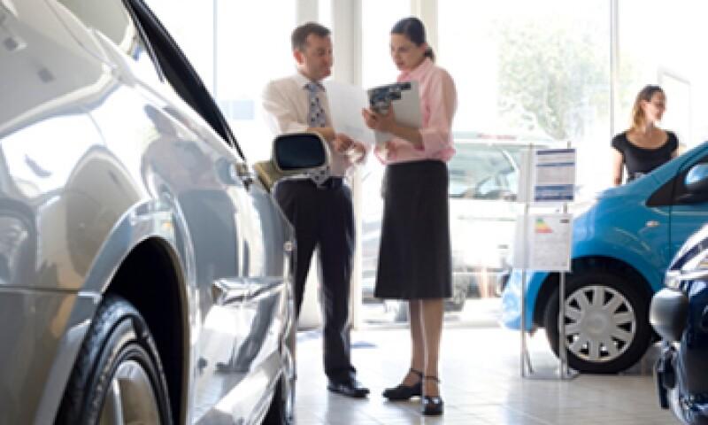 Ahora los consumidores tendrán más información a la vista para comprar un auto. (Foto: iStock by Getty Images.)