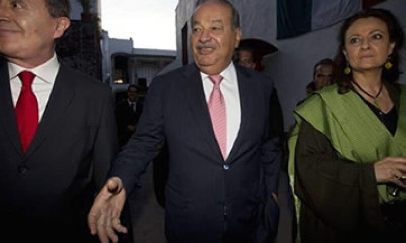 Las firmas de Carlos Slim en Brasil combinarán sus productos para competir en el mercado brasileño. (Foto: AP)