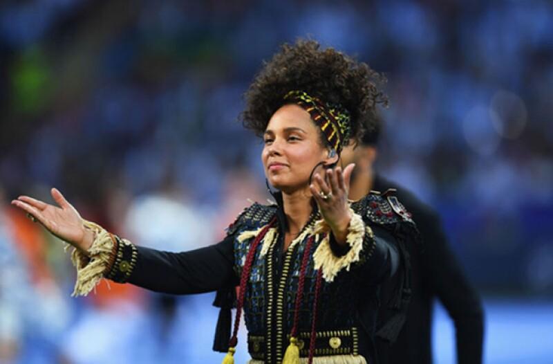 En su performance ante 30 mil personas en la Champions