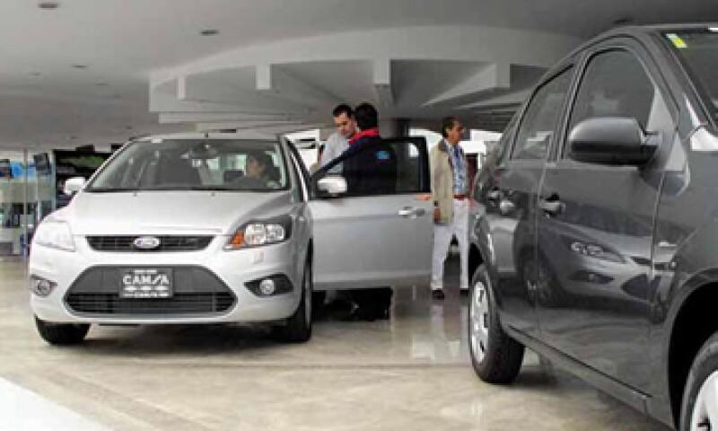 Más crédito automotriz podría incrementar el número de vehículos vendidos en México en 136,000 unidades. Los bancos todavía no le apuestan de lleno a este segmento. (Foto: Adán Gutiérrez)