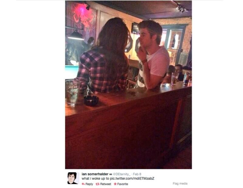 Una cuenta de Twitter compartió esta foto donde aparece Liam platicando con una mujer que al parecer, es Nina.