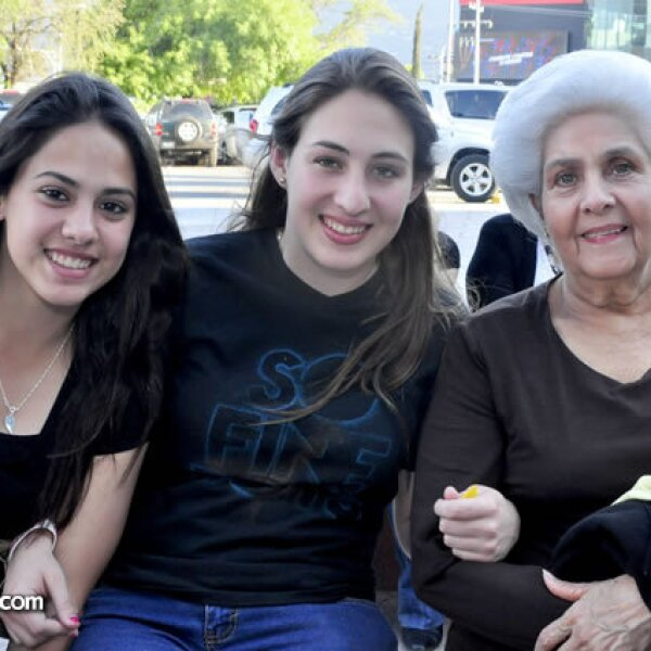 Carolina y Caty Carrera y Socorro Montemayor