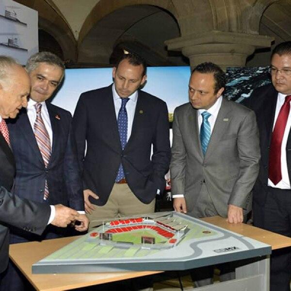 En la presentación del proyecto estuvieron presentes el empresario Alfredo Harp Helí, que contribuirá con la obra, y el jefe de Gobierno del Distrito Federal, Miguel Ánngel Mancera.