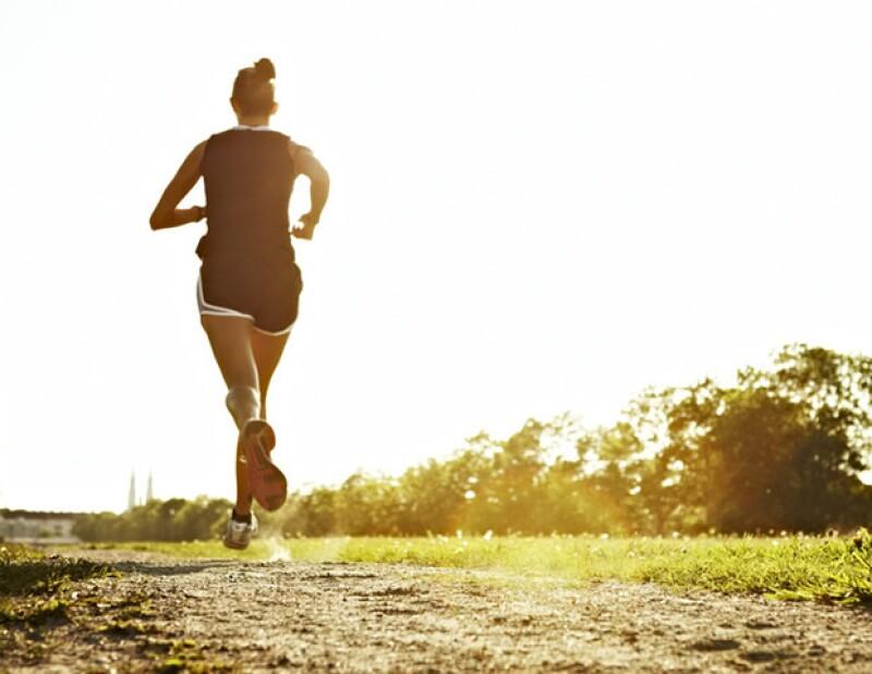 Cuando haces ejercicio, incrementas tu masa muscular y quemas más calorías.