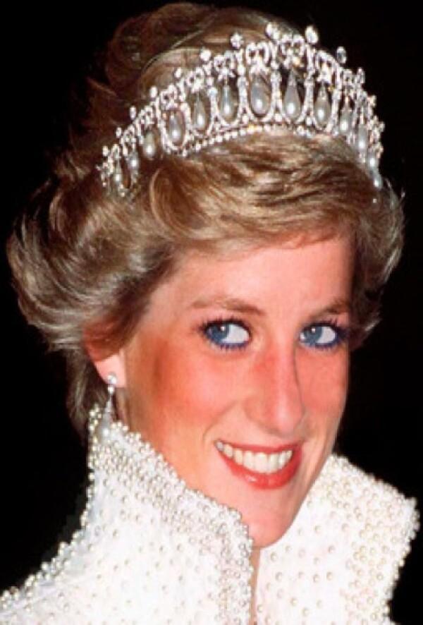 Esta fue la corona más característica de la princesa Diana, consta de diamantes y perlas.