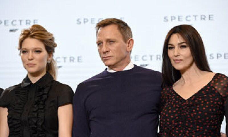 Lea Seydoux, Daniel Craig y Monica Bellucci en la presentación de Spectre. (Foto: Getty Images)