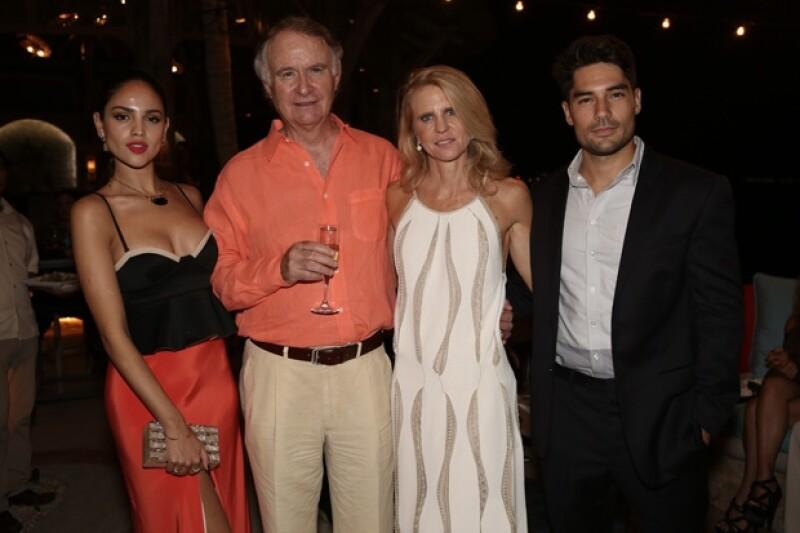"""La gala de la película """"Mommy"""" recibió a las guapas celebs mexicanas; Eiza acompañada de su novio y la actriz presumiendo reveladora pancita de embarazo."""