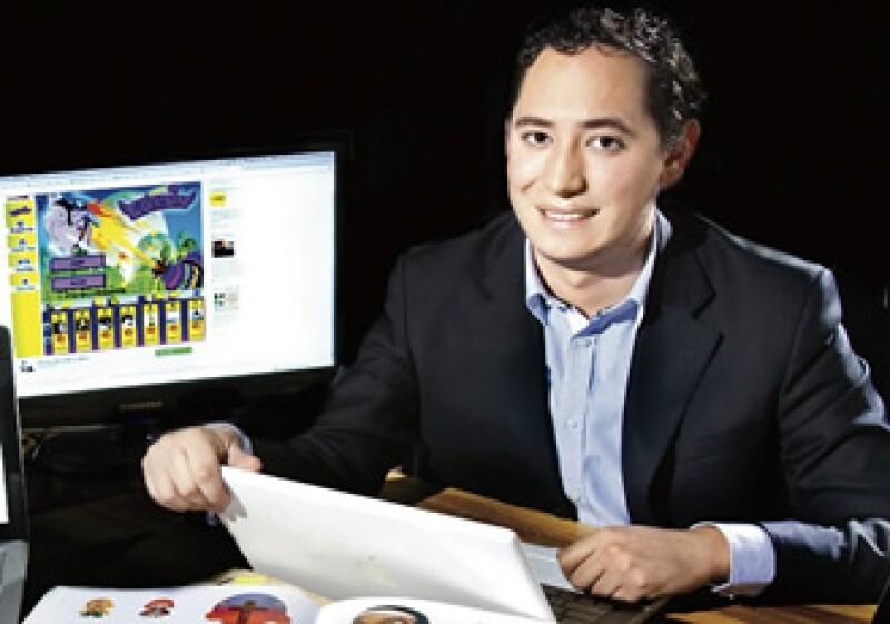El mexicano Carlos Mondragón, de Iki Gaming, trabaja en la creación de su próximo juego para Facebook (Foto: Alfredo Pelcastre).