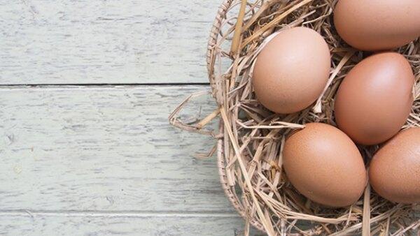 Existen alimentos e ingredientes en tu casa que puedes transformar en productos de belleza de manera rápida y fácil. Te recomendamos cinco indispensables para una piel más sana.