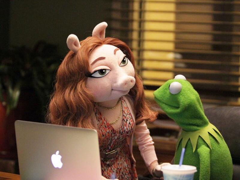 Después del mediático anuncio de la ruptura entre Miss Piggy y el que fuera su eterna pareja, ahora se da a conocer que una nueva cerdita habría comenzado un noviazgo con la rana de The Muppets.