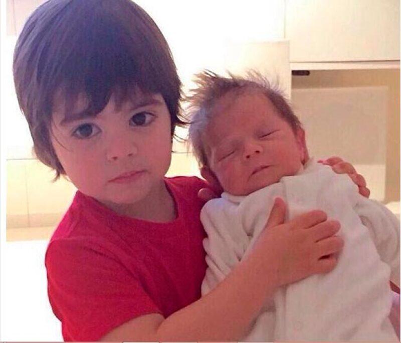 Sasha y Milan son los bebés más tiernos del showbiz, y además son altamente presumidos por sus padres.
