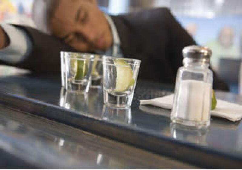 La Ssa dijo que México ocupa el décimo lugar de una encuesta de 26 países, con un nivel de consumo intenso de alcohol. (Foto: Jupiter Images)