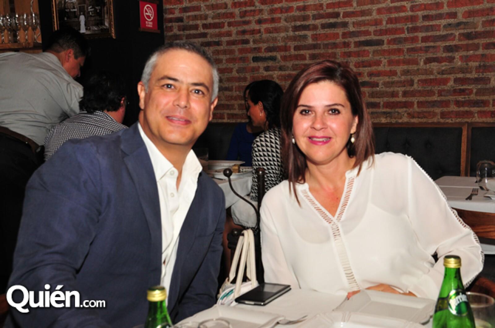 Isaac Rubio y Brenda Flores