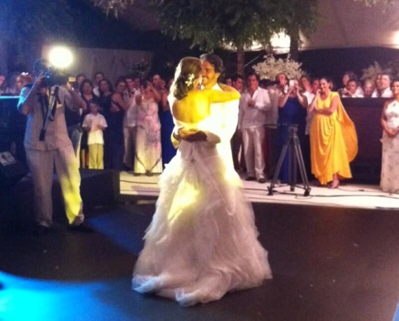 La pareja conformada por la joven de 24 años y el filántropo de 49 contrajo nupcias en Tres Vidas, Acapulco, rodeada de cientos de familiares y amigos, entre los que destacaron algunos famosos.