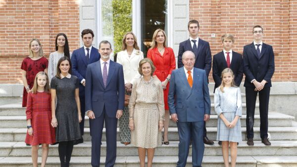 Rey Felipe VI de España, reina Letizia de España, Menchú del Valle, princesa Sofía de España, Paloma Rocasolano, Konstantin de Bulgari, princesa Leonor de España, rey Juan Carlos, reina Sofía y Jesús José Ortiz