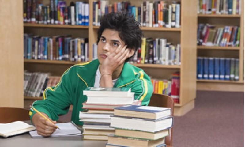 Los expertos indican que México debe seleccionar mejores maestros y capacitarlos. (Foto: Thinkstock)