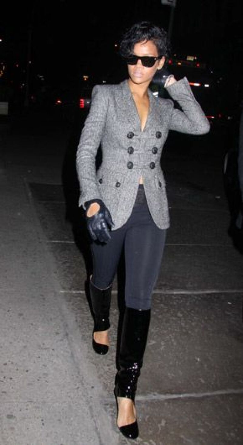 Mucho más relajada, la cantante, quien al parecer perdonó a Chris Brown, volvió a sus encuentros sociales y disfrutó del viernes y sábado sin su novio.