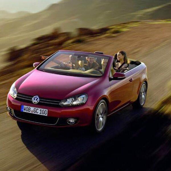 Su velocidad máxima, regulada electrónicamente, supera los 280 kilómetros por hora.