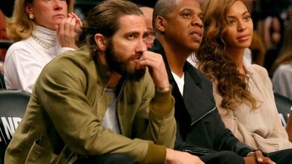 Este 10 de mayo la famosa pareja y el actor fueron captados en primera fila del juego de los Nets contra Mami de las finales del basquetbol estadounidense. Beyoncé resaltó con un look muy chic.