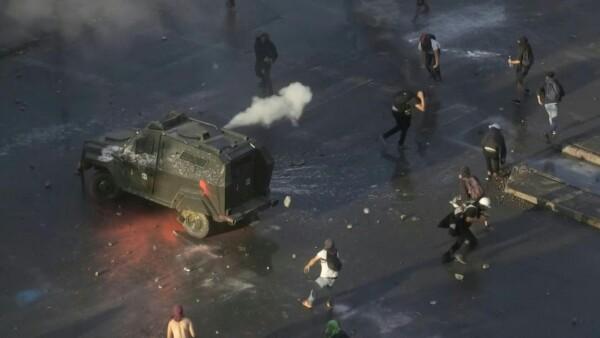 Miles de chilenos mantienen vivas las protestas contra el gobierno