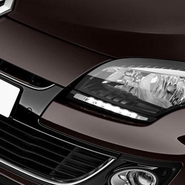Tiene un motor de 1.2 litros, con un consumo promedio de 5.3 litros de gasolina por cada 100 kilómetros recorridos.