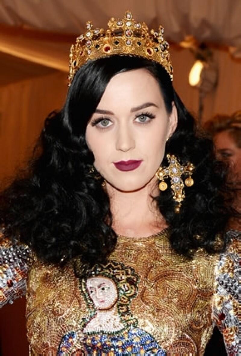 La cantante confesó que se lo pinta desde los 15 años y no pretende volver a su color y aunque ya antes la hemos visto de rubia, siempre regresa al color oscuro.
