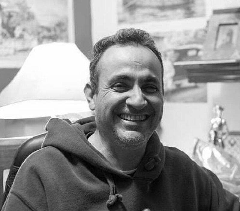 """El escritor veracruzano César Vergara nos presenta """"Dios te ama... y necesita dinero... brujería, santería y otros pasatiempos"""", su última obra que estamos seguros no te dejará indiferente."""