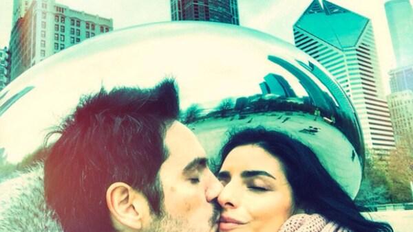La pareja no puede estar más enamorada, y es que después de anunciar su compromiso disfrutan de sus viajes, incluso si es de trabajo.