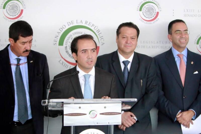 El senador por el PAN, Fernando Yunes Márquez, fue retenido durante ocho horas el día de la elección, por lo que anunció que interpondrá una denuncia.