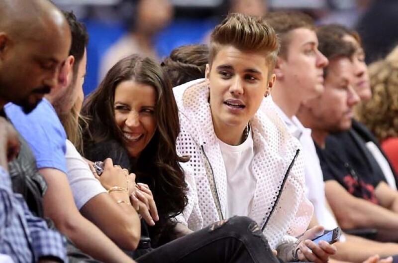 Aunque la mamá del canadiense había mantenido una relación de confianza con los followers de Justin esta vez les hizo ver que cruzaron el límite.